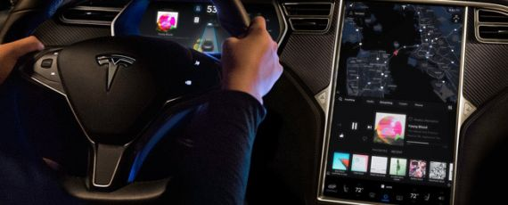 Tesla software 8.1 - Autopilot