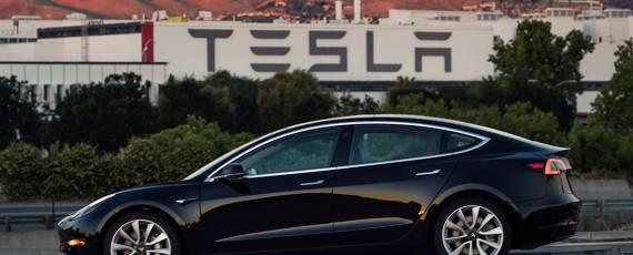Tesla Model 3 - prima unitate de serie