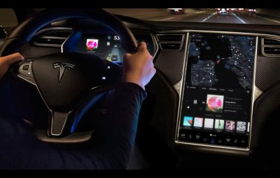 Tesla software 8.1 - Autopilot