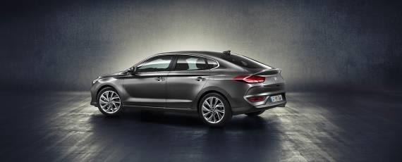 Noul Hyundai i30 Fastback (02)