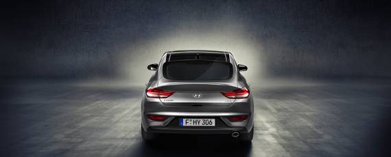 Noul Hyundai i30 Fastback (03)