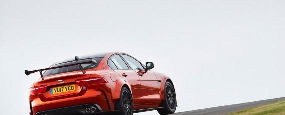 Jaguar XE SV Project 8 (02)