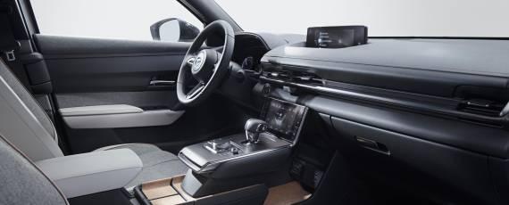 Noua Mazda MX-30 (08)