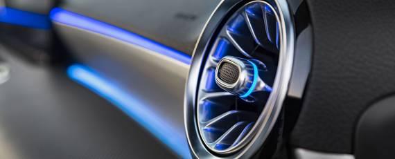 Mercedes-Benz A-Class 2018 - interior (04)