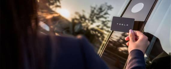 Tesla Model 3 - card NFC