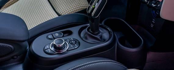 Noul MINI Hatch 5 uși (06)