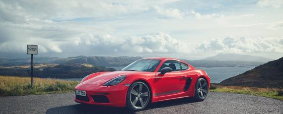 Noul Porsche 718 Cayman T
