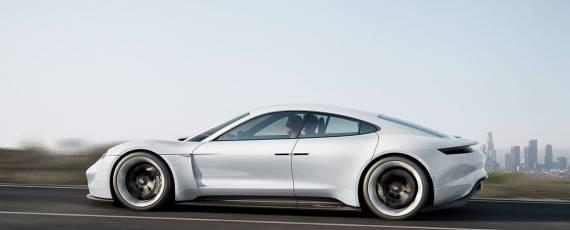Porsche Mission E (01)
