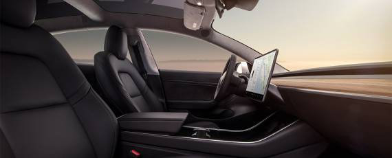 Tesla Model 3 - primele livrari (05)