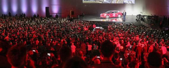 Tesla Model 3 - primele livrari (08)