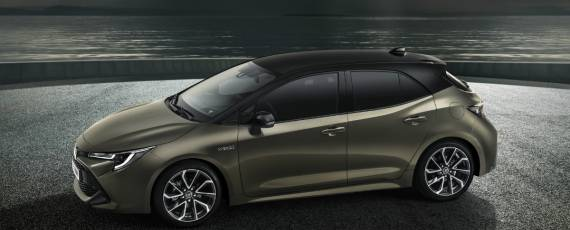Toyota Auris 2018 (02)