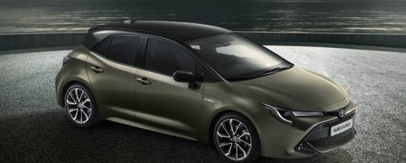 Toyota Auris 2018 (01)