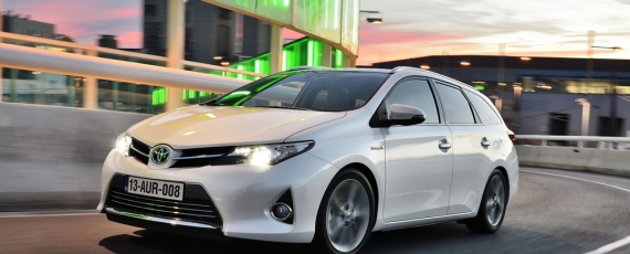 Auris Touring Sports - faţă