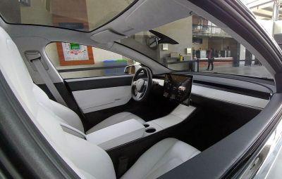 Tesla Model 3 - interior