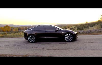 Tesla Model 3 - livrari 28 iulie 2017