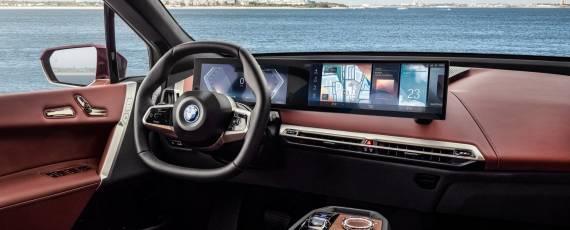Noul BMW iX (04)