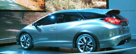 Honda Civic Tourer - lateral