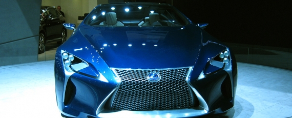 Lexus Opal Blue LF LC - fata