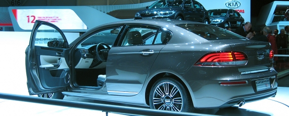 Qoros 3 Sedan - lateral spate
