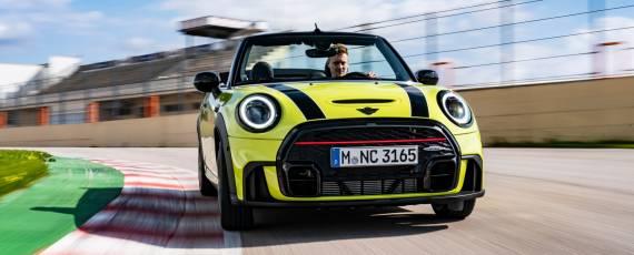 MINI John Cooper Works Cabriolet 2021 (03)