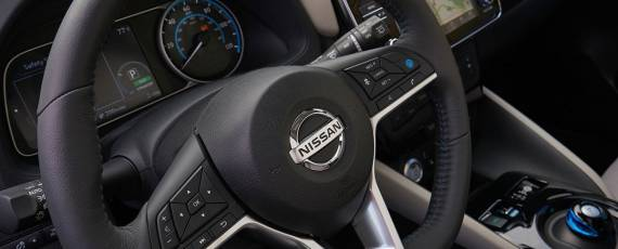 Nissan LEAF 2018 (16)