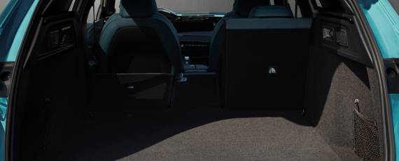 Noul Peugeot 308 SW HYBRID (06)